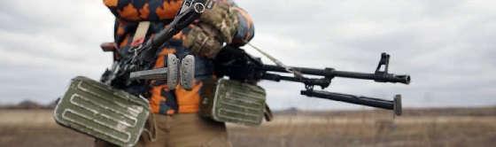 Стрельба по-македонски из пистолетов и пулемётов