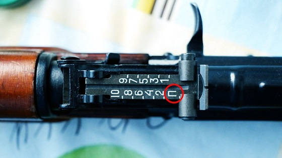 Буква П на прицельной планке Автомата Калашникова