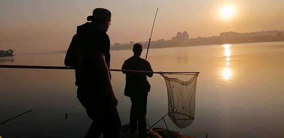 Рыбалка вечером в Запорожье