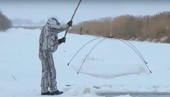Рыбалка хапугой хлопком в Сибири в глугозимье
