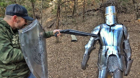 Расстрел средневековых доспехов