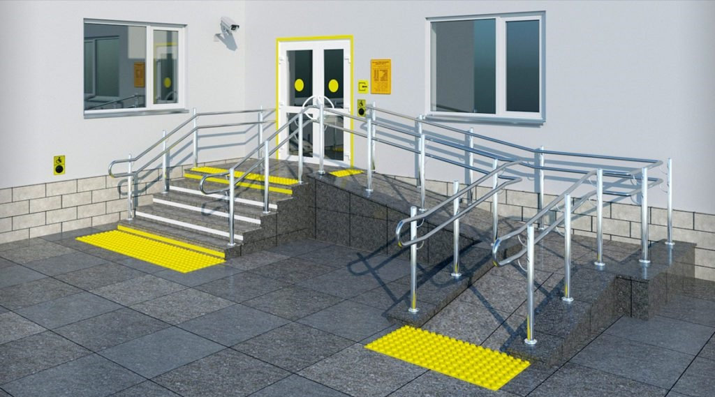 Пандус облегчает доступ инвалидам в помещение