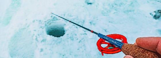 Зимняя рыбалка на малой реке: ОКУНЬ на БЛЕСНУ