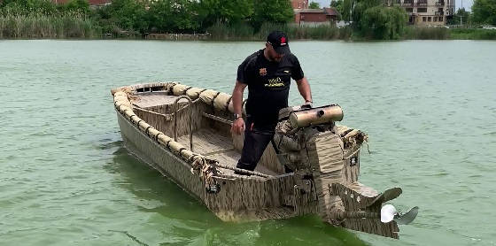 Лодка болотоход 5.7м