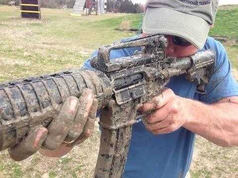 Из M16A1 по бочке с водой