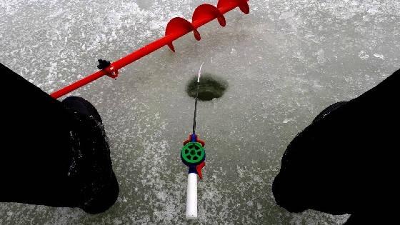 Зимняя рыбалка на мотыля