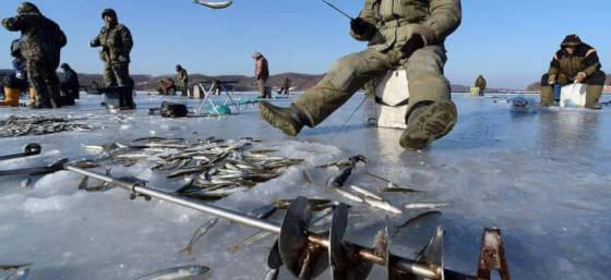 Подледная рыбалка: Толщина льда 2 метра