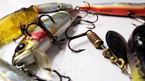 Как убрать ржавчину и налет с кормушки и блесны с рыболовных снастей