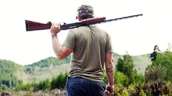 Можно ли брать охотничье оружие в лес для самообороны?