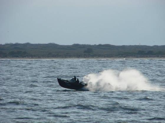 Береговая охрана протаранили лодку браконьеров