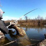 Рыбалка на карася в заливе Днепра в затопленном коряжнике