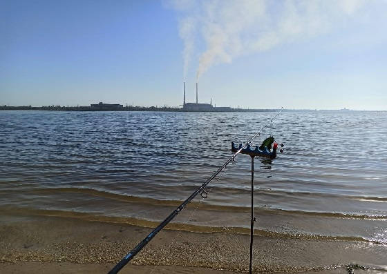 Рыбалка на затопленном пляже