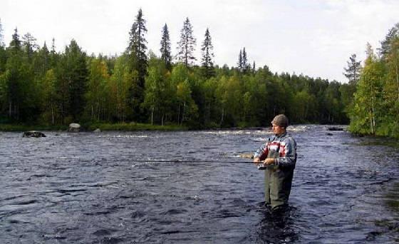 Рыбалка на реке в Карелии
