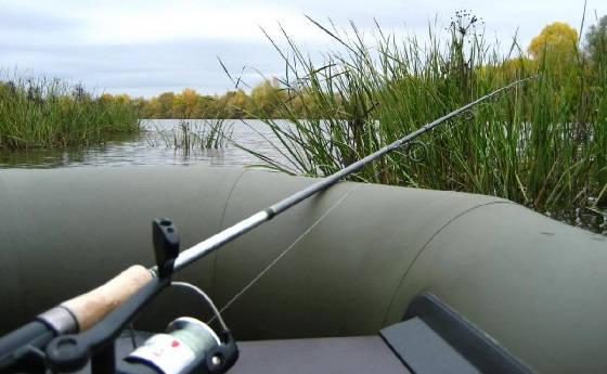 Рыбалка на удочку с лодки