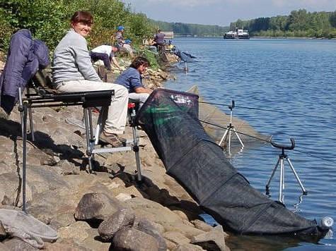 Как оснастить место для ловли на поплавок?