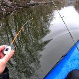 Рыбалка сплавом по дикой реке со спиннингом