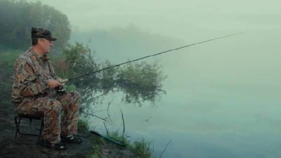 Рыбалка на спиннинг туманным утром