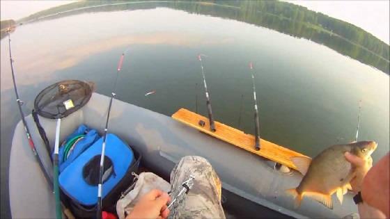 Рыбалка с лодки на кольцо