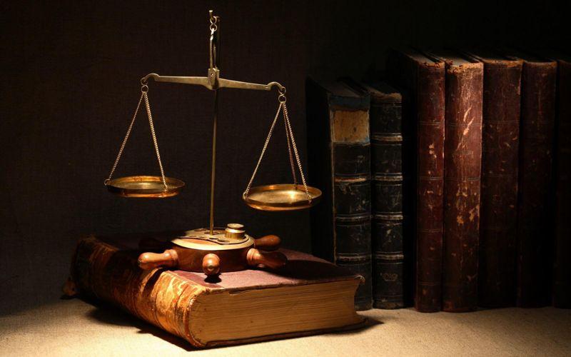 Адвокаты защищают интересы клиентов
